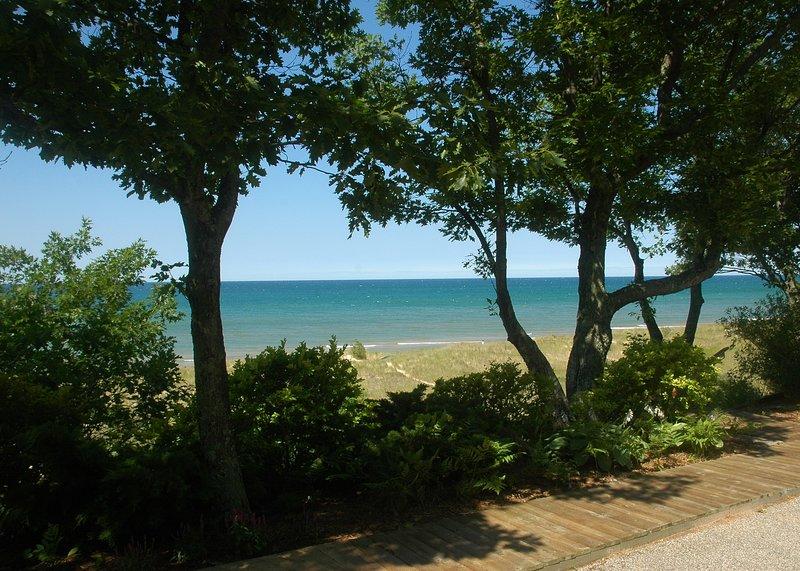 Lake Michigan beachfront home with 100' private beach, aluguéis de temporada em Rothbury