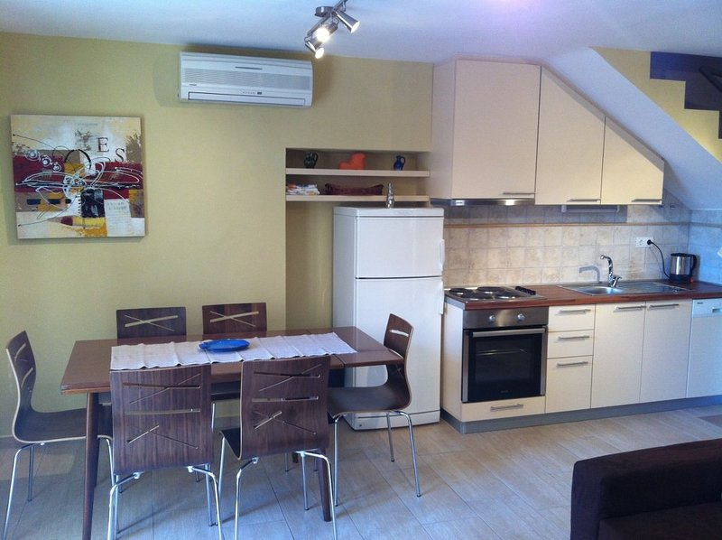 Holiday home 156565 - Holiday home for sole use 150338, location de vacances à Tisno