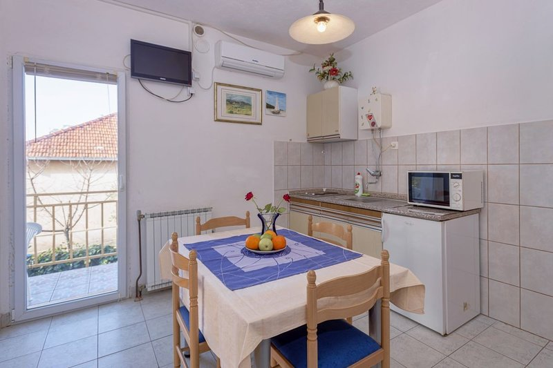 Holiday home 139854 - Holiday apartment 217797, holiday rental in Dol