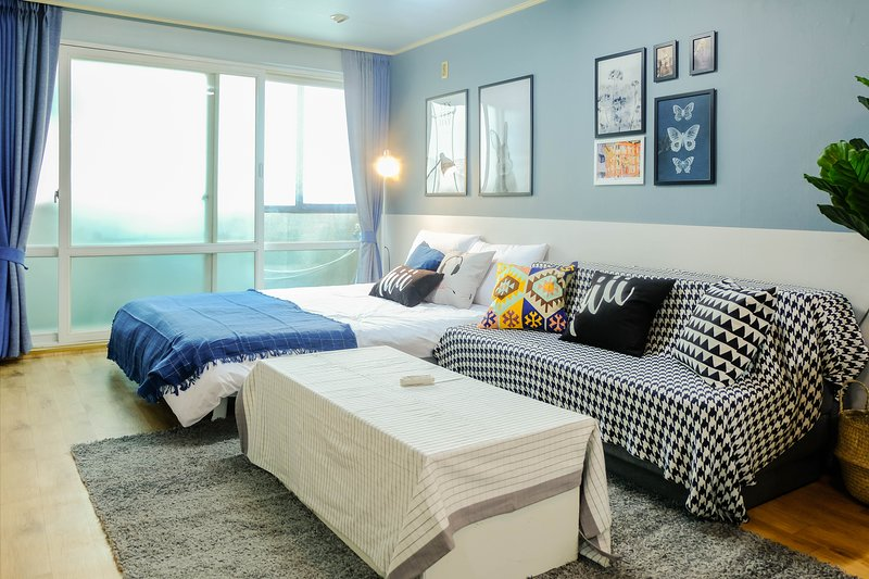 【hiii】Delft Blue▲Hongdae/Next To Hongik University|MTR|Idae&Sinchon-ICN044, holiday rental in South Korea