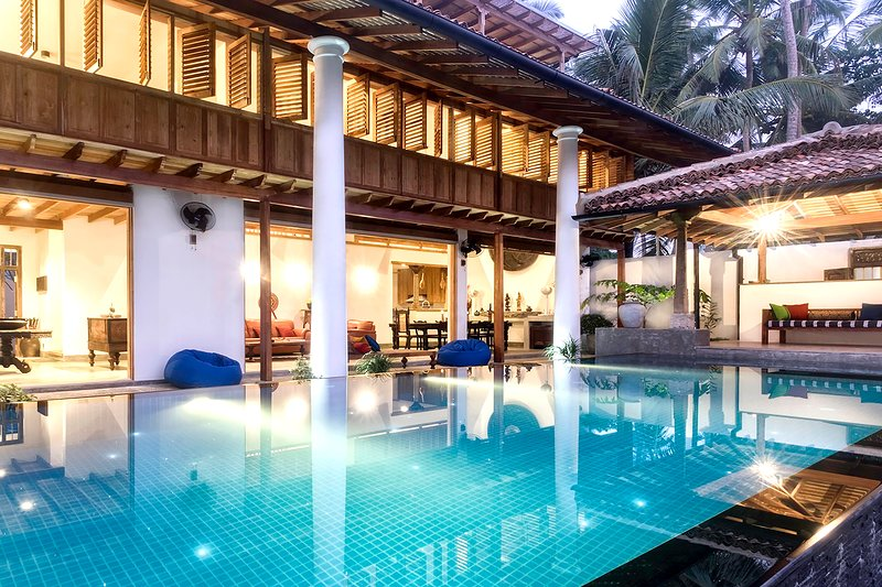 Royal indigo Villa – Luxury Boutique 'Colonial Style' Beachfront Villa, location de vacances à Galle District