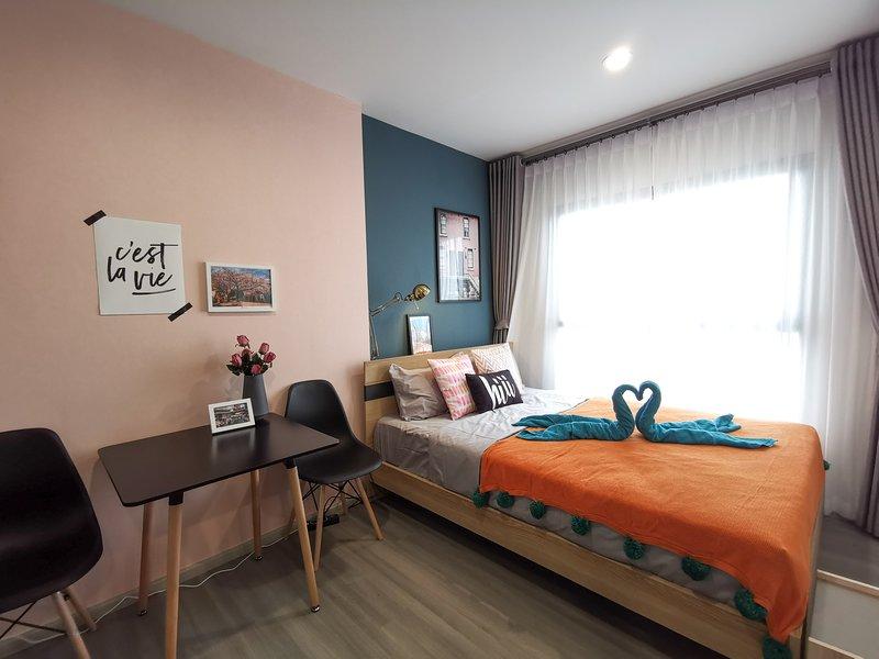 【hiii】PinkSapphire●Indy Night Market*10 min To Grand Palace&Khao San*MRT-BKK206, holiday rental in Bang Kruai