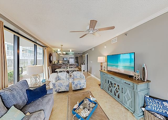 Shoalwater Corner Unit with Poolside Patio, Hot Tub & Tennis - On the Beach!, location de vacances à Orange Beach