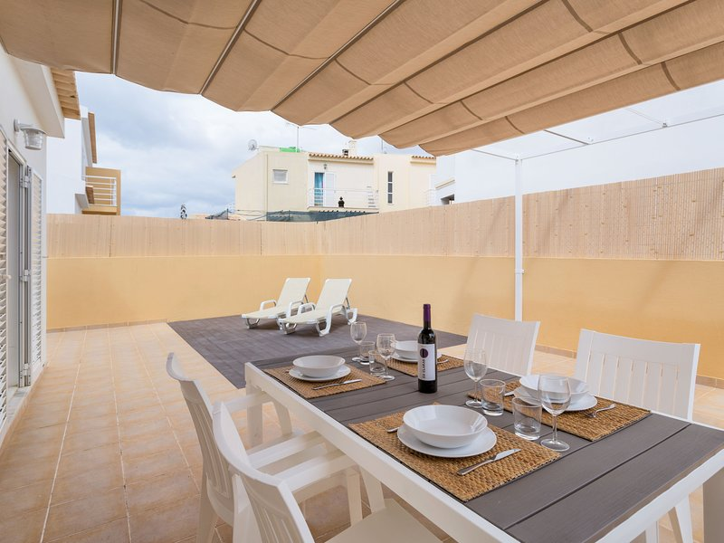 Sunny Home, holiday rental in Pera