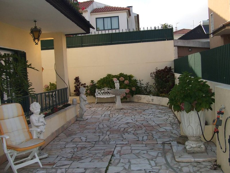 Spacious house with garden, vacation rental in Parede
