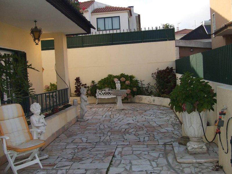 Spacious house with garden, holiday rental in Sao Domingos de Rana