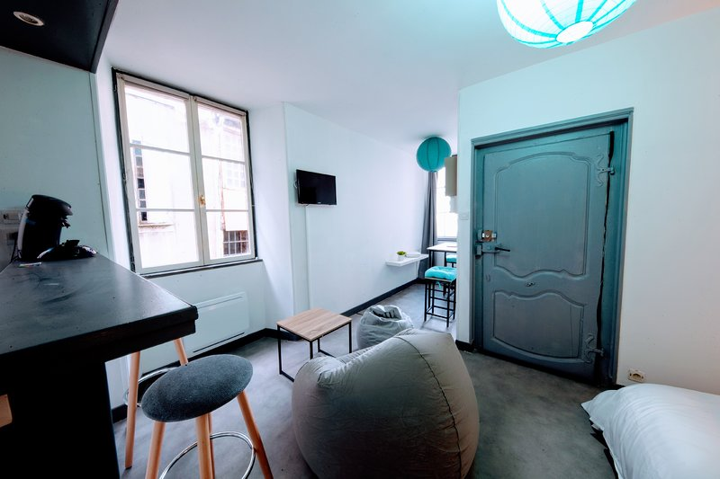 Nice studio in Tulle & Wifi, holiday rental in Saint-Pardoux-l'Ortigier
