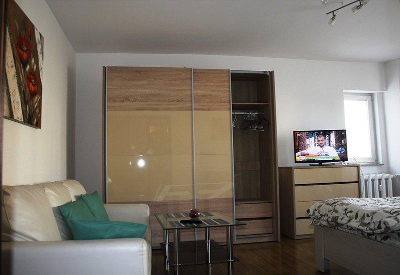 Gorgeous Premium studio, holiday rental in Pantelimon