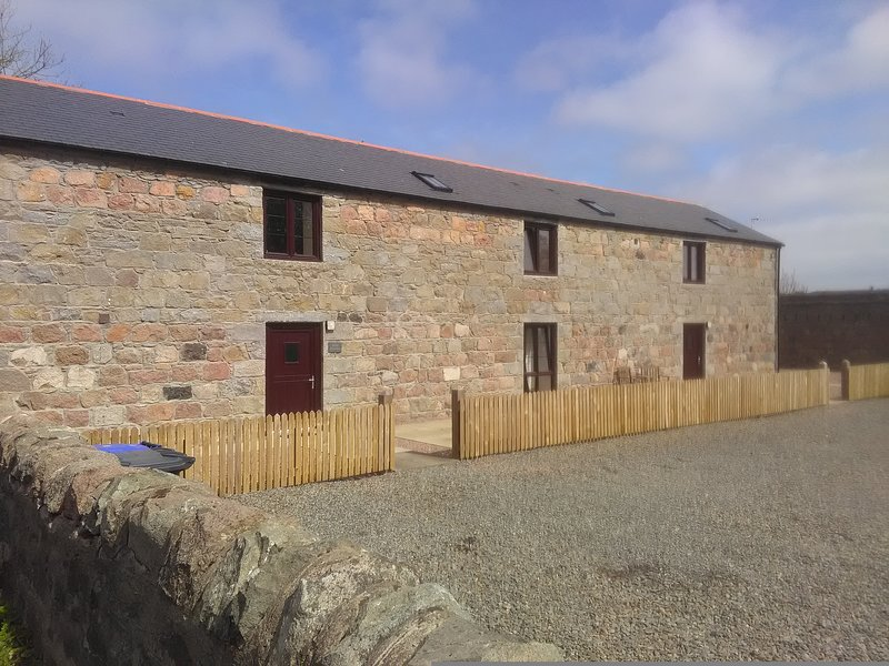 3 Bedroom barn conversion, sleeps up to 6 people. Quiet & convenient., casa vacanza a Cruden Bay (Port Erroll)