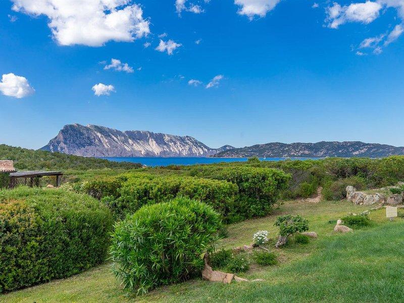 Villino C4 vista mare a 150mt dal mare con giardino, casa vacanza a Capo Coda Cavallo