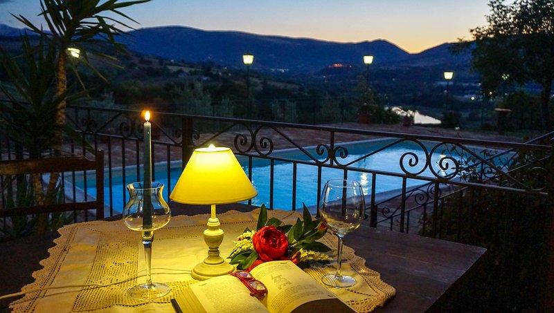 Stupenda vista lago con piscina, Ferienwohnung in Borgiano di Serrapetrona
