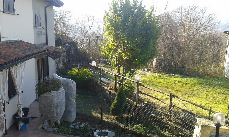 Nice house with garden & terrace, vacation rental in Gropparello