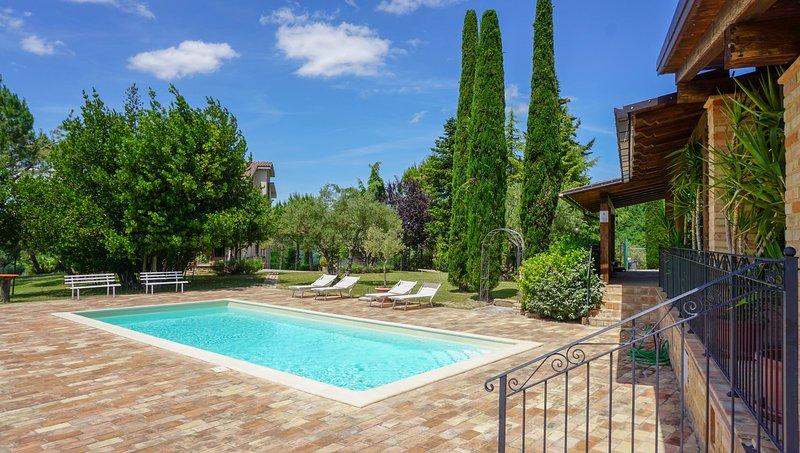 Stupenda vista lago con piscina ed ampio porticato, Ferienwohnung in Borgiano di Serrapetrona