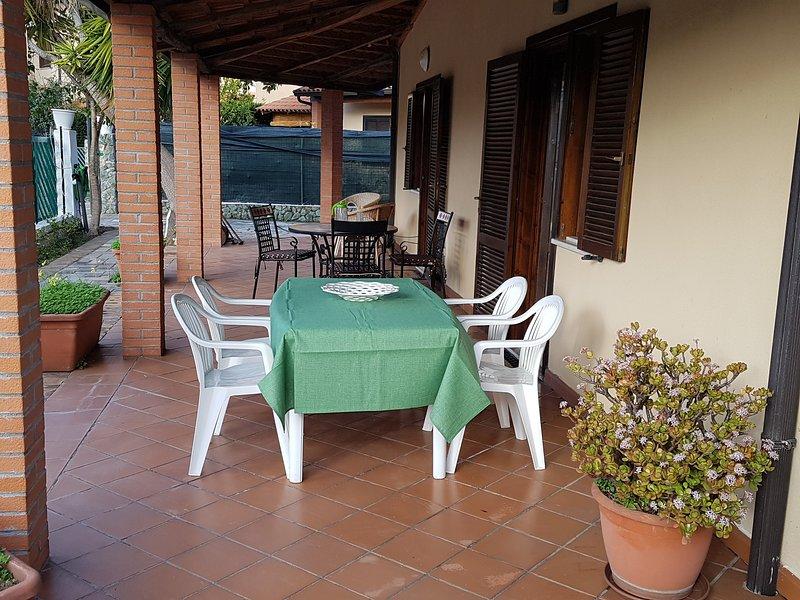 Big house near the beach & garden, holiday rental in Acconia