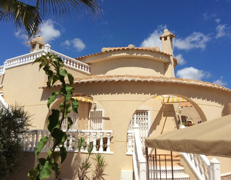 Costa Blanca 3 bedroom villa, holiday rental in Algorfa