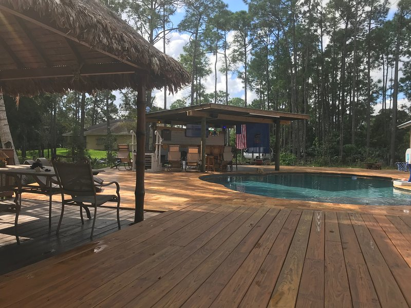 Triple Slide RV Near Wellington with pool near shopping can deliver locally also, holiday rental in Loxahatchee