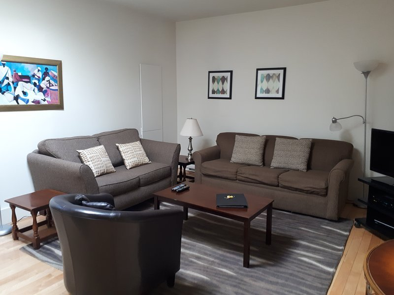 34-401-CENTRAL 2 Bedroom Condo in the Heart of Old Quebec City, holiday rental in Quebec City