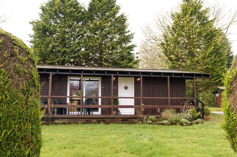 Bluebell Lodge set in a Beautiful 24 acre Woodland Holiday Park, location de vacances à Clydey