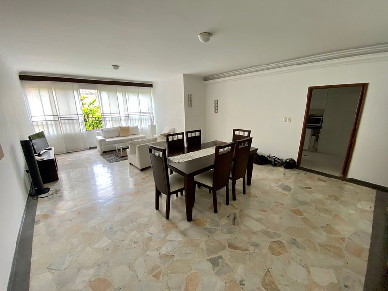 Luxury Apartment Near El Peñon and Granada, holiday rental in Valle del Cauca Department