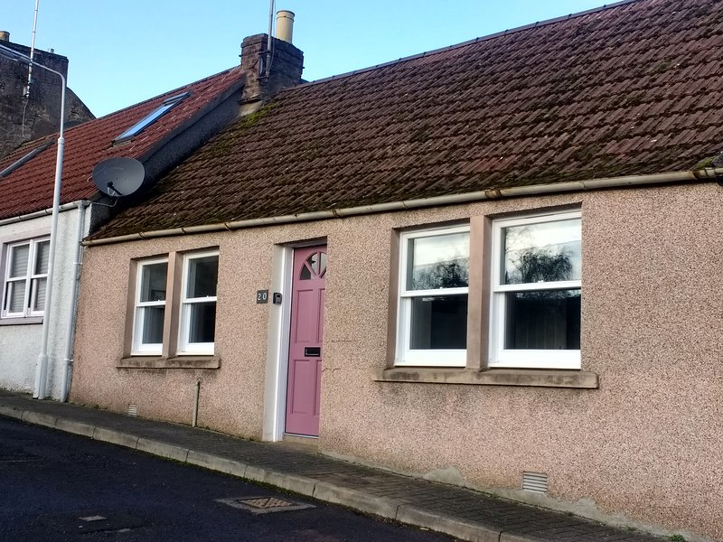 Castlefield Cosy 2 bedroom cottage, holiday rental in Letham