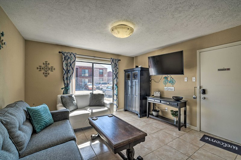 NEW! Game-Day Retreat w/ Pool Access ~2Mi to A&M, holiday rental in College Station