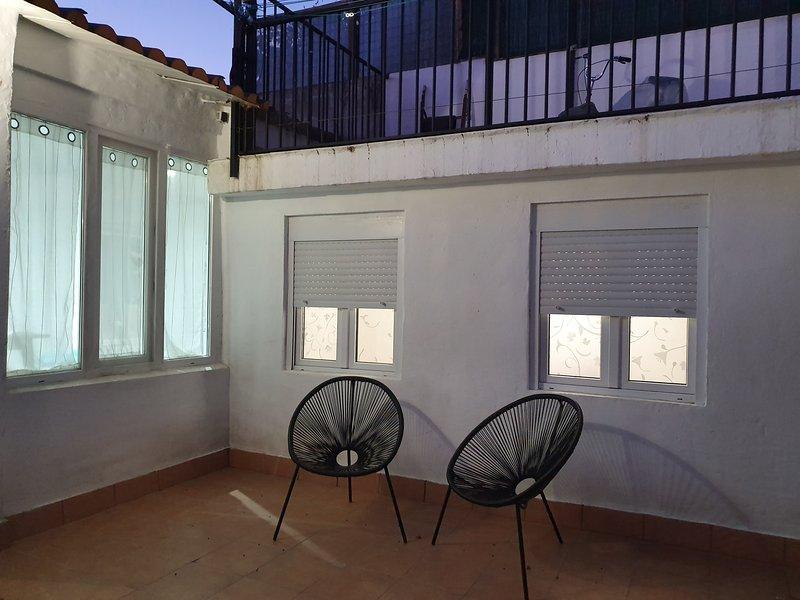 Habitación en casa particular con baño privado, holiday rental in Zaragoza