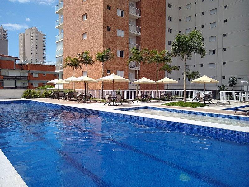 Guaruja Ocean View Apartment with Gourmet Balcony, aluguéis de temporada em Guarujá