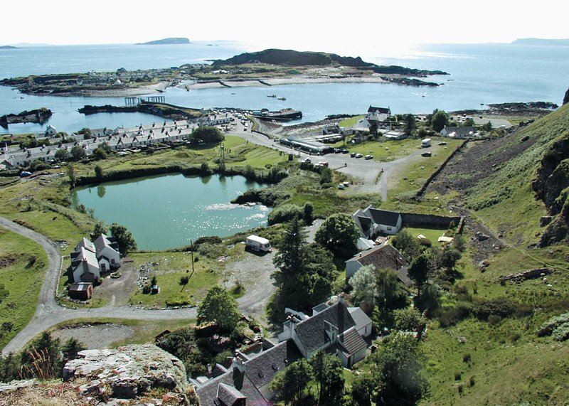 Misty Isles Cottage - S4577, holiday rental in Balvicar