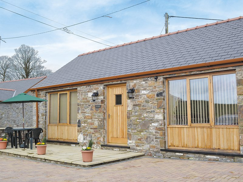 The Smithy - OP6, holiday rental in Abergwili