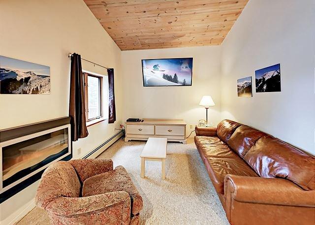Slopeside Mountain Gem - Walk 500' to Lift at Taos Ski Valley!, holiday rental in Taos County