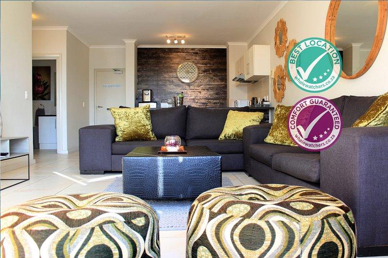 Sunlit Apartment Muizenberg Beachfront, holiday rental in Muizenberg