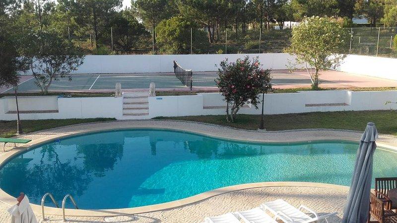 Amazing villa with swimming-pool, aluguéis de temporada em Aljezur