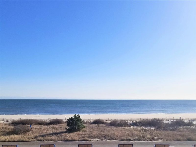 Oceanview condo with Bonus Cubby 145706, holiday rental in Cape May
