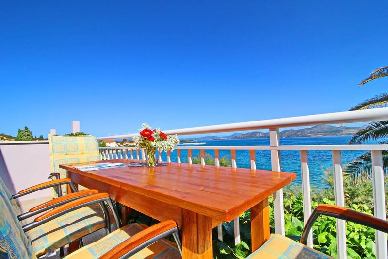 Apartments Stipo - Two Bedroom Apartment with Balcony and Sea View, casa vacanza a Janjina