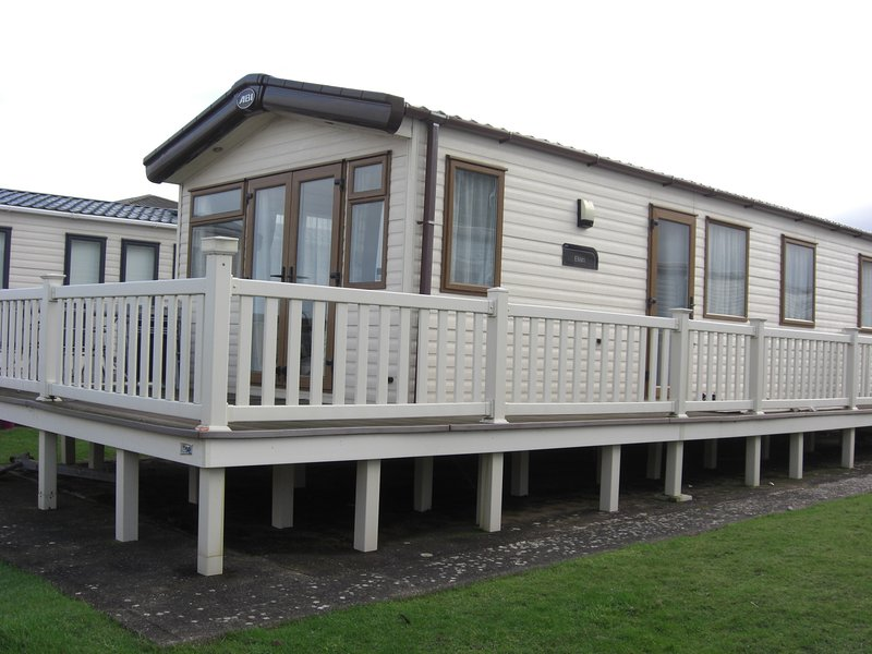 Lovely sea front caravan, overlooking the Bristol channel, vacation rental in Minehead