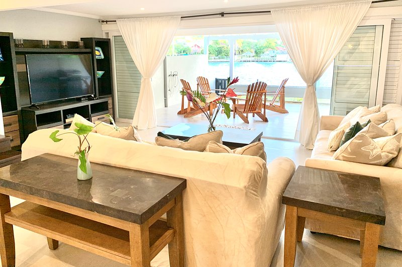Waterfront 3-Bedroom in the Heart of Rodney Bay, holiday rental in Gros Islet Quarter