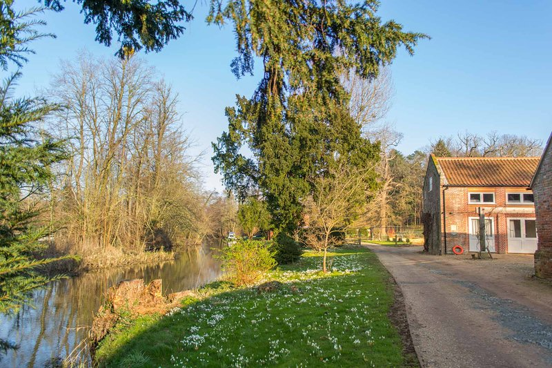 Boathouse Barn | Secluded Riverside Property Set in Countryside Grounds, vacation rental in Horsham St Faith
