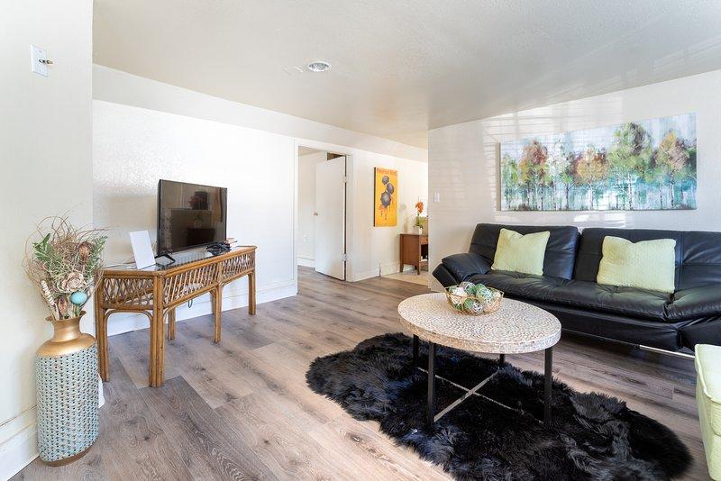 BRIGHT & SPACIOUS ONE BEDROOM APT, holiday rental in Emeryville