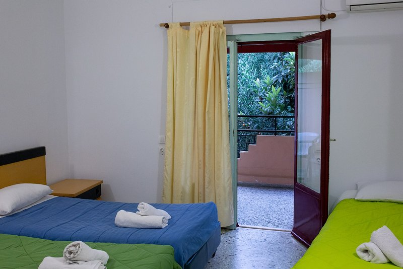 Wilde Rose hotel Dassia 3 Beds Room, vacation rental in Pyrgi