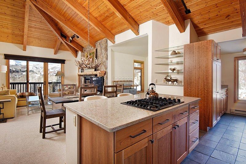 Indoors,Building,Room,Kitchen Island,Furniture