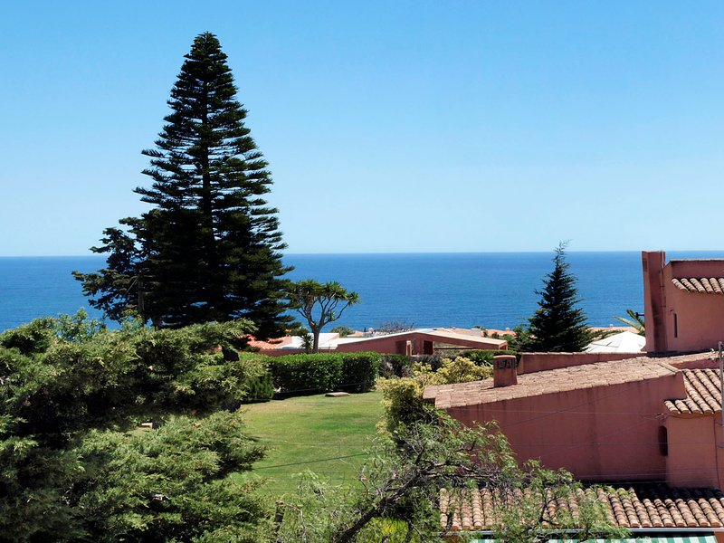 6 Bedroom Villa with Swimming Pool & Only minutes to many beaches, holiday rental in Praia da Luz