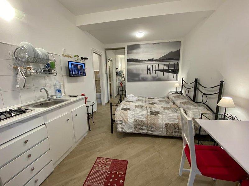 Mini Appartamento 3 Come dai nonni - Alloggio turistico. ID 3900, holiday rental in Grottaferrata