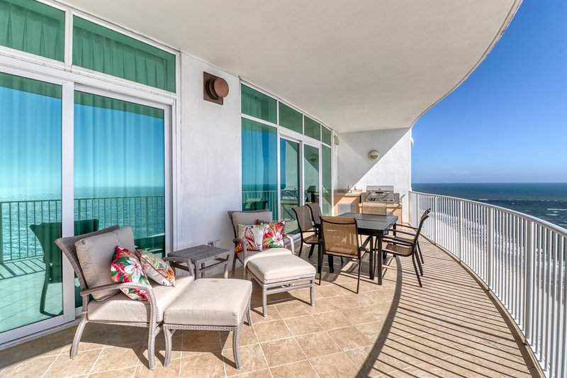 Deluxe Gulf-front condo w/ private & shared hot tubs, pools, saunas, & tennis, location de vacances à Orange Beach