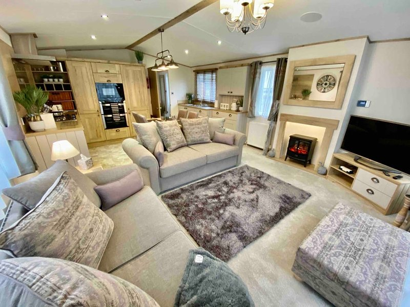Stunning 2-Bed Holiday lodge in Padstow, holiday rental in Edmonton
