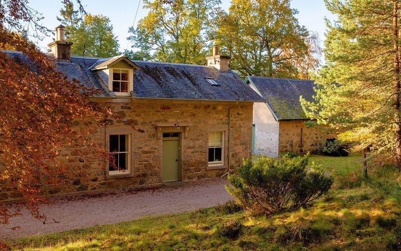 East Stables - Glenferness Estate, Ferienwohnung in Nairn