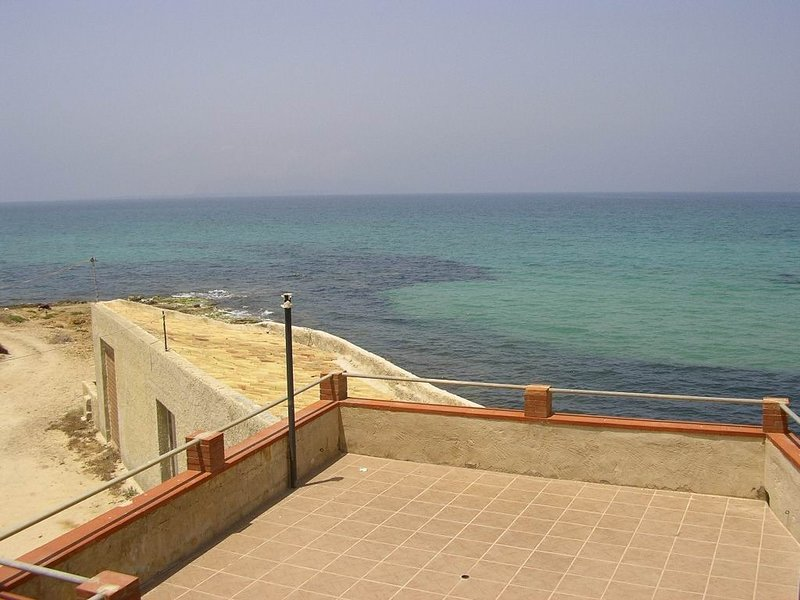Big house with sea view & terrace, holiday rental in Locogrande