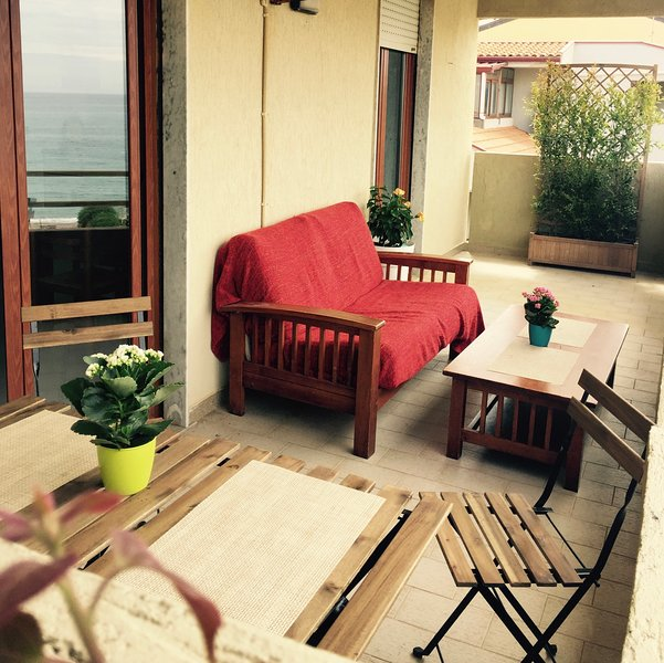 Beautiful apartment with sea view, casa vacanza a Rocca di Capri Leone