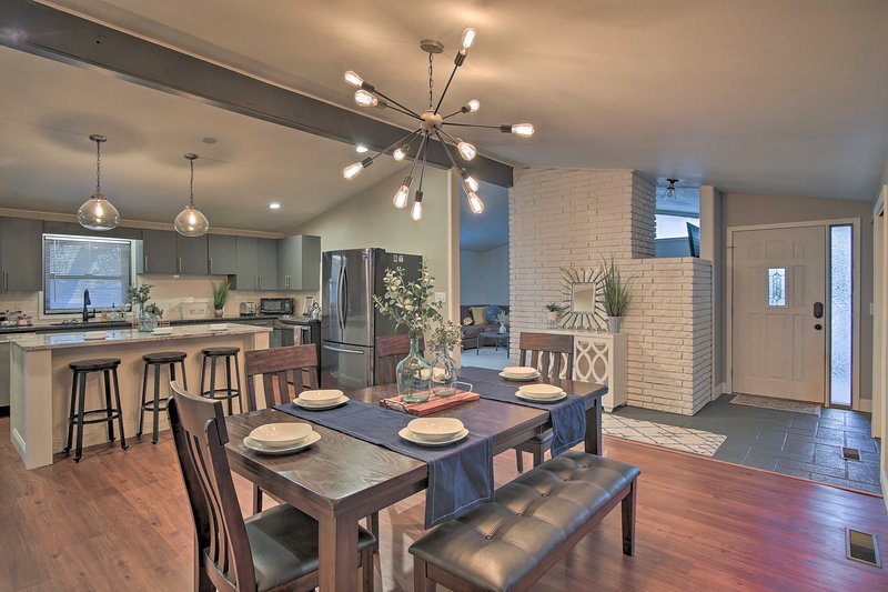 Renovated Home By Expo Square & Univ of Tulsa!, vacation rental in Jenks