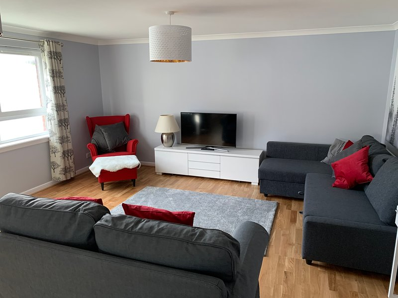Two Bedroom Serviced Apartment (1), vacation rental in South Lanarkshire
