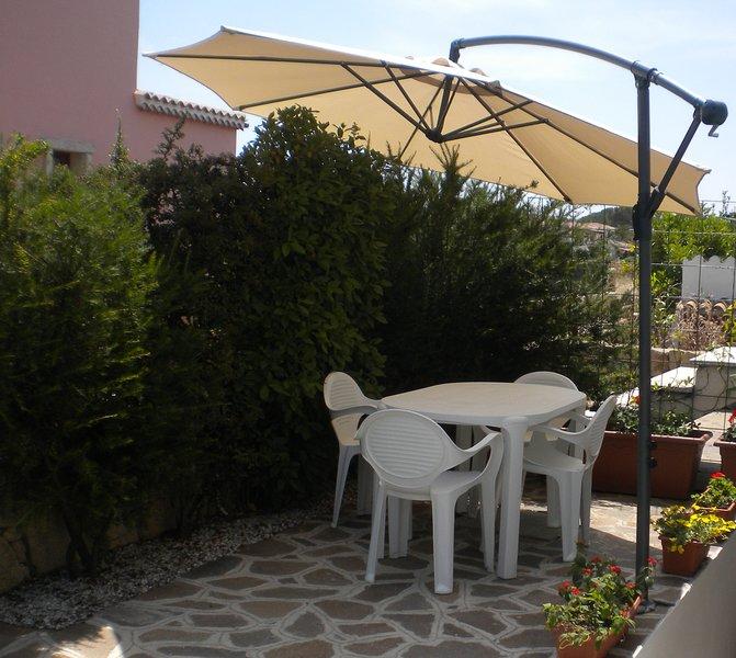 Appartamento 6 posti letto con giardino, vacation rental in Vaccileddi